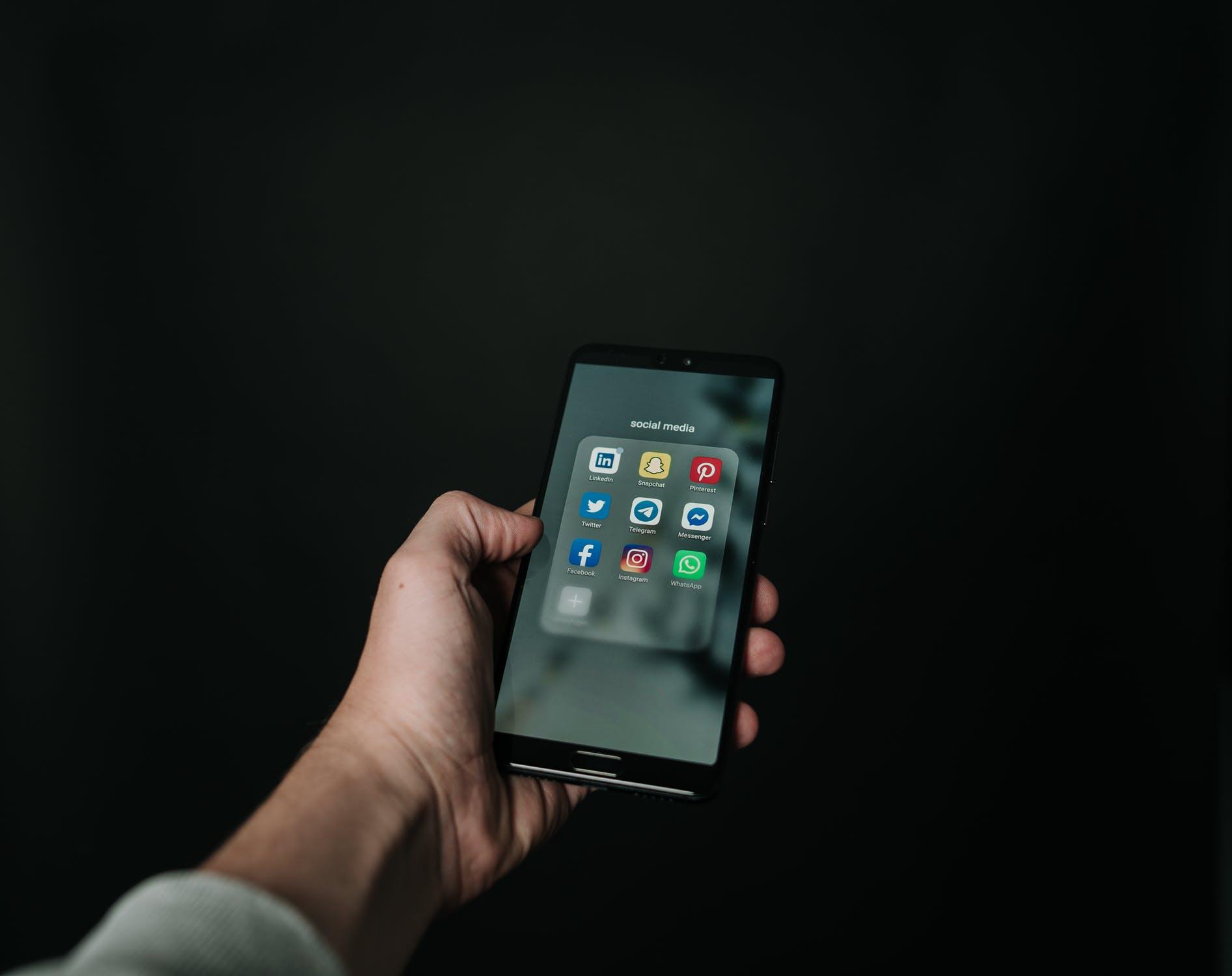 Eコマース(ECサイト)とソーシャルコマースの違いは?