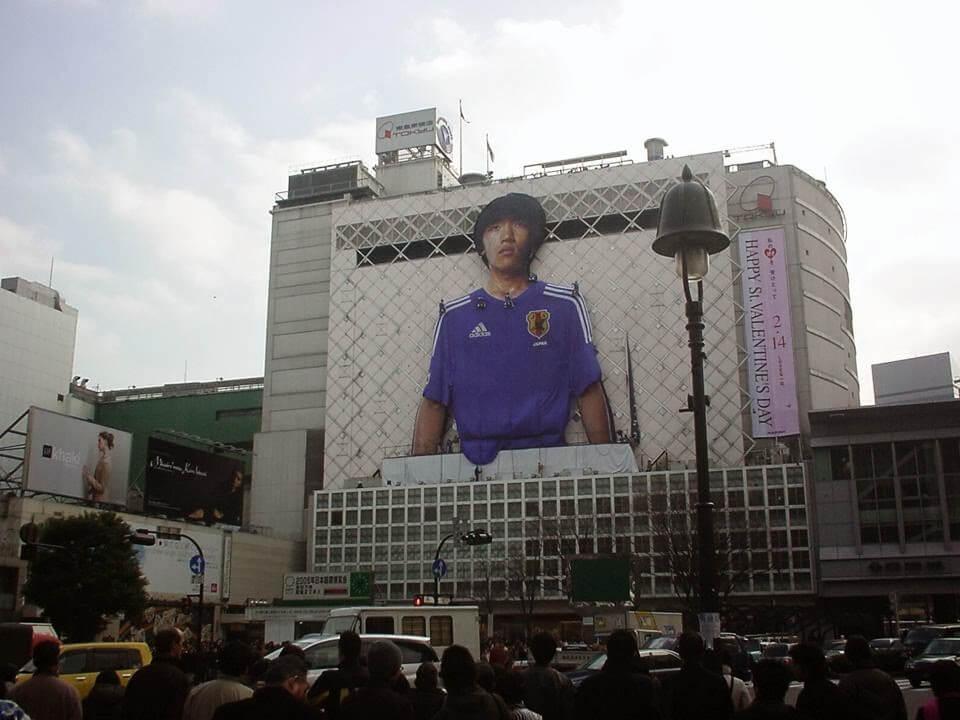 サッカー日本代表のジャージ発表と連動した広告