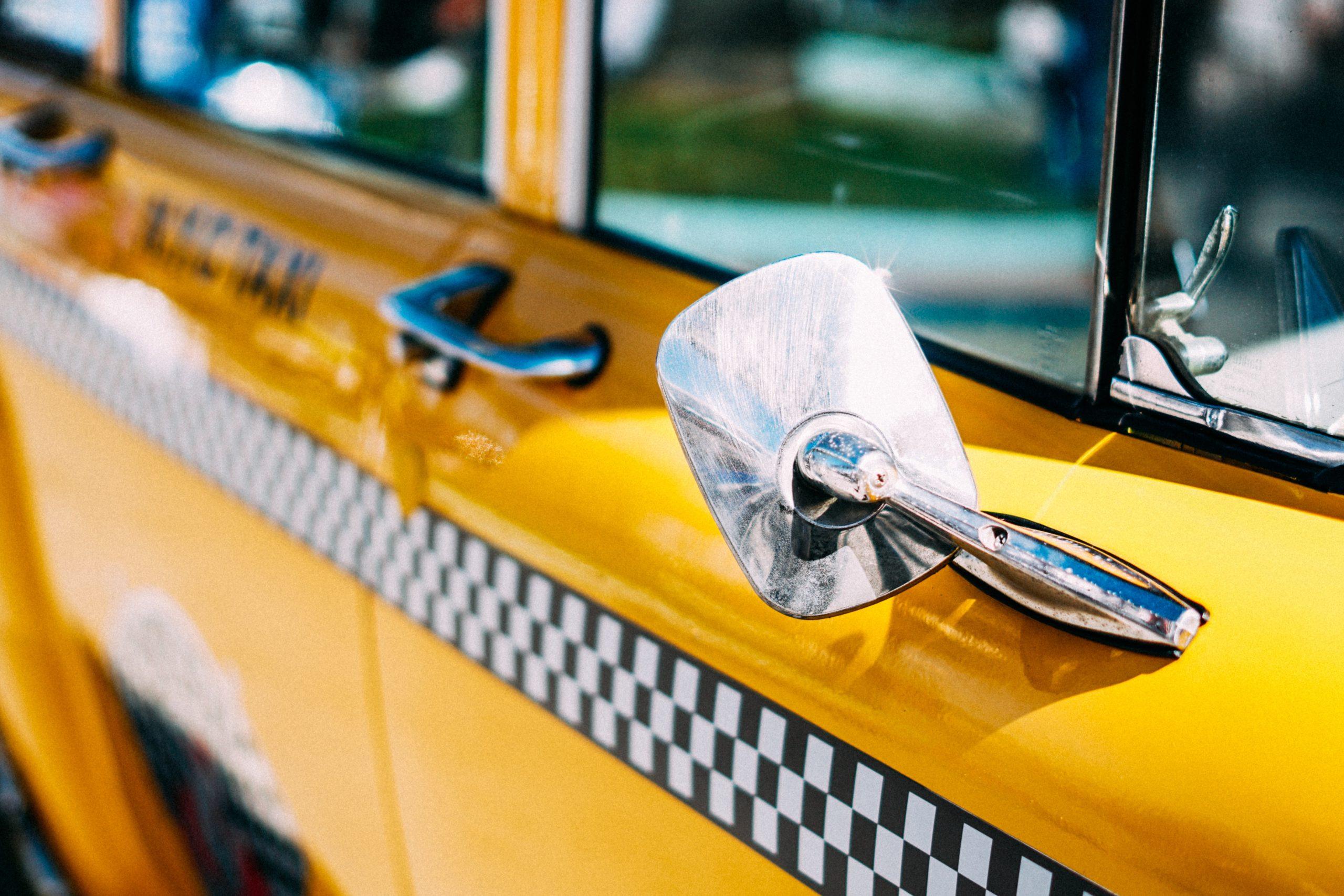 タクシー動画広告とはなにか